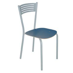 Sedia da cucina che si contraddistingue per la forma dello schienale. Comoda, elegante ed adatta a qualsiasi ambiente.