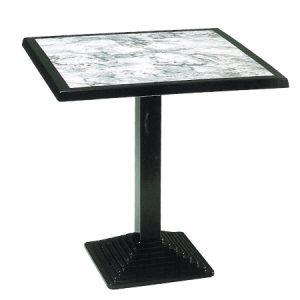 Elegante tavolo in ghisa, uso domestico o ristorazione